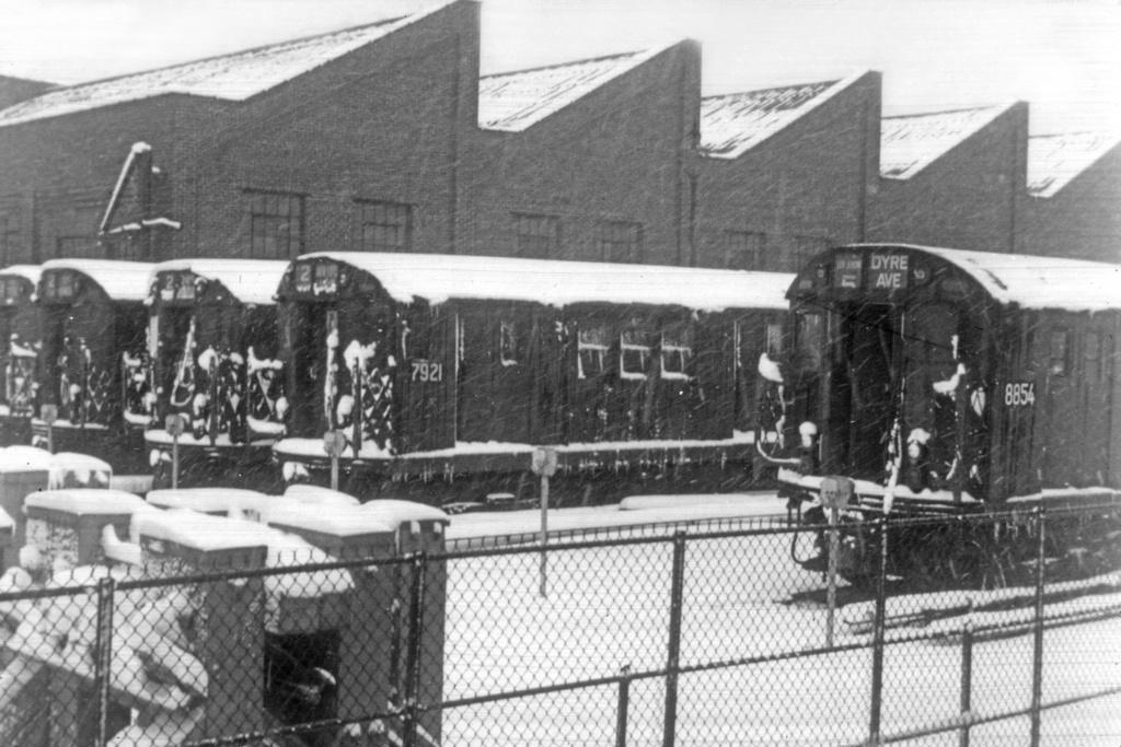 (257k, 1024x683)<br><b>Country:</b> United States<br><b>City:</b> New York<br><b>System:</b> New York City Transit<br><b>Location:</b> East 180th Street Yard<br><b>Car:</b> R-28 (American Car & Foundry, 1960-61) 7921 <br><b>Collection of:</b> David Pirmann<br><b>Viewed (this week/total):</b> 1 / 4658