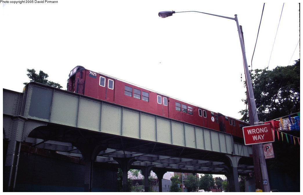 (124k, 1044x672)<br><b>Country:</b> United States<br><b>City:</b> New York<br><b>System:</b> New York City Transit<br><b>Line:</b> IRT White Plains Road Line<br><b>Location:</b> Bronx Park East <br><b>Route:</b> 5<br><b>Car:</b> R-28 (American Car & Foundry, 1960-61) 7925 <br><b>Photo by:</b> David Pirmann<br><b>Date:</b> 7/21/1999<br><b>Notes:</b> Near Bronx Park East<br><b>Viewed (this week/total):</b> 3 / 6900