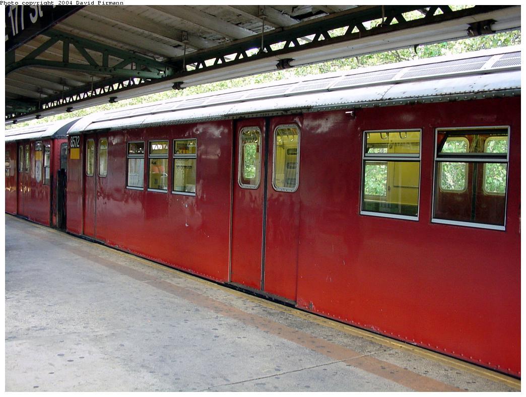 (137k, 1044x788)<br><b>Country:</b> United States<br><b>City:</b> New York<br><b>System:</b> New York City Transit<br><b>Line:</b> IRT Pelham Line<br><b>Location:</b> East 177th Street/Parkchester <br><b>Route:</b> 6<br><b>Car:</b> R-29 (St. Louis, 1962) 8572 <br><b>Photo by:</b> David Pirmann<br><b>Date:</b> 7/11/2000<br><b>Viewed (this week/total):</b> 0 / 4729