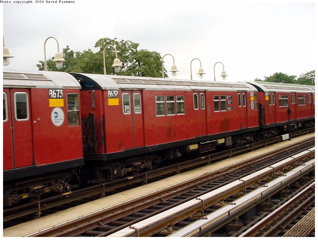 (136k, 1044x788)<br><b>Country:</b> United States<br><b>City:</b> New York<br><b>System:</b> New York City Transit<br><b>Line:</b> IRT Pelham Line<br><b>Location:</b> Westchester Square <br><b>Route:</b> 6<br><b>Car:</b> R-29 (St. Louis, 1962) 8632 <br><b>Photo by:</b> David Pirmann<br><b>Date:</b> 7/29/2000<br><b>Viewed (this week/total):</b> 0 / 4163
