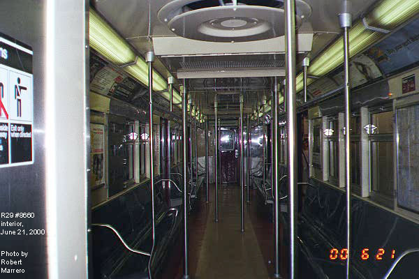 (72k, 600x400)<br><b>Country:</b> United States<br><b>City:</b> New York<br><b>System:</b> New York City Transit<br><b>Car:</b> R-29 (St. Louis, 1962) 8660 <br><b>Photo by:</b> Robert Marrero<br><b>Date:</b> 6/21/2000<br><b>Viewed (this week/total):</b> 2 / 11727
