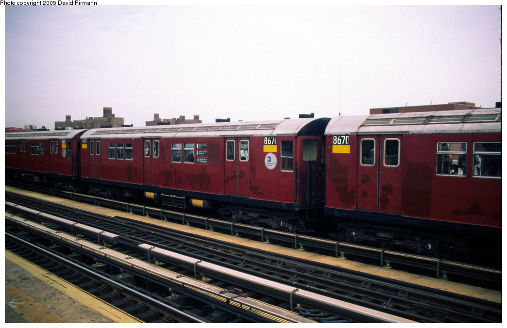 (162k, 1044x676)<br><b>Country:</b> United States<br><b>City:</b> New York<br><b>System:</b> New York City Transit<br><b>Line:</b> IRT Pelham Line<br><b>Location:</b> Castle Hill Avenue <br><b>Route:</b> 6<br><b>Car:</b> R-29 (St. Louis, 1962) 8670 <br><b>Photo by:</b> David Pirmann<br><b>Date:</b> 7/21/1999<br><b>Viewed (this week/total):</b> 1 / 4385