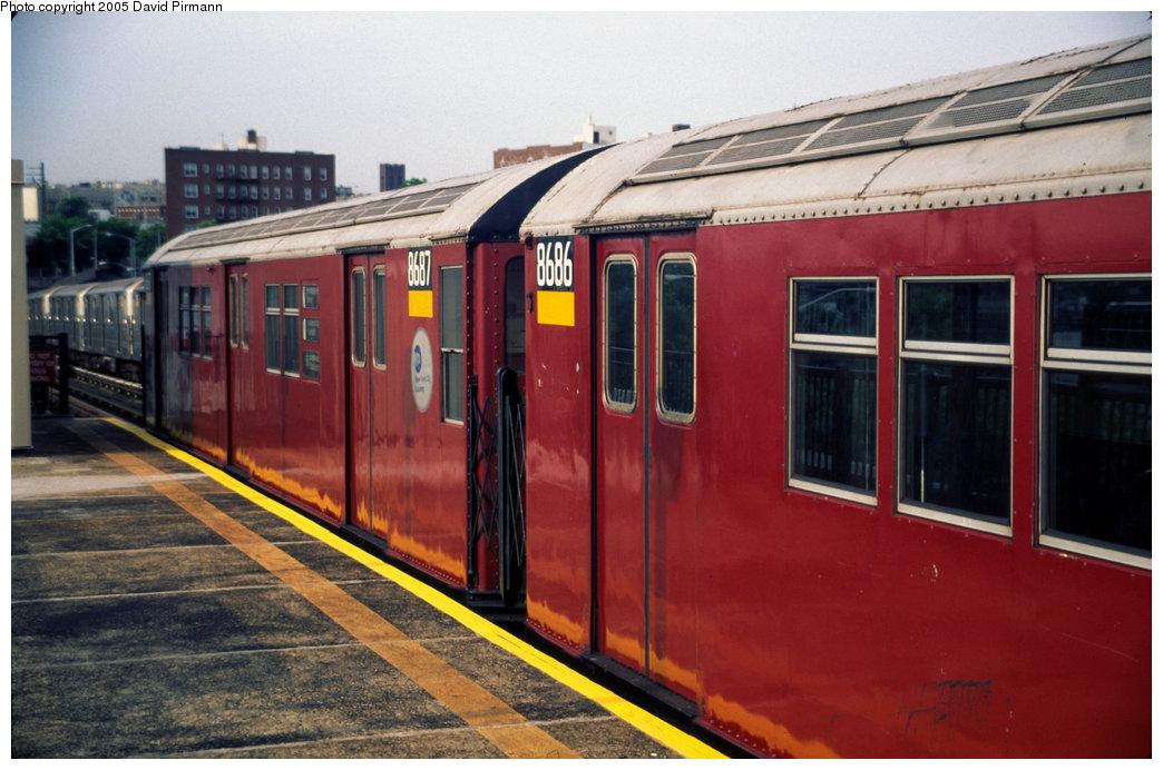 (186k, 1044x692)<br><b>Country:</b> United States<br><b>City:</b> New York<br><b>System:</b> New York City Transit<br><b>Line:</b> IRT Pelham Line<br><b>Location:</b> Whitlock Avenue <br><b>Route:</b> 6<br><b>Car:</b> R-29 (St. Louis, 1962) 8686 <br><b>Photo by:</b> David Pirmann<br><b>Date:</b> 7/21/1999<br><b>Viewed (this week/total):</b> 1 / 4351