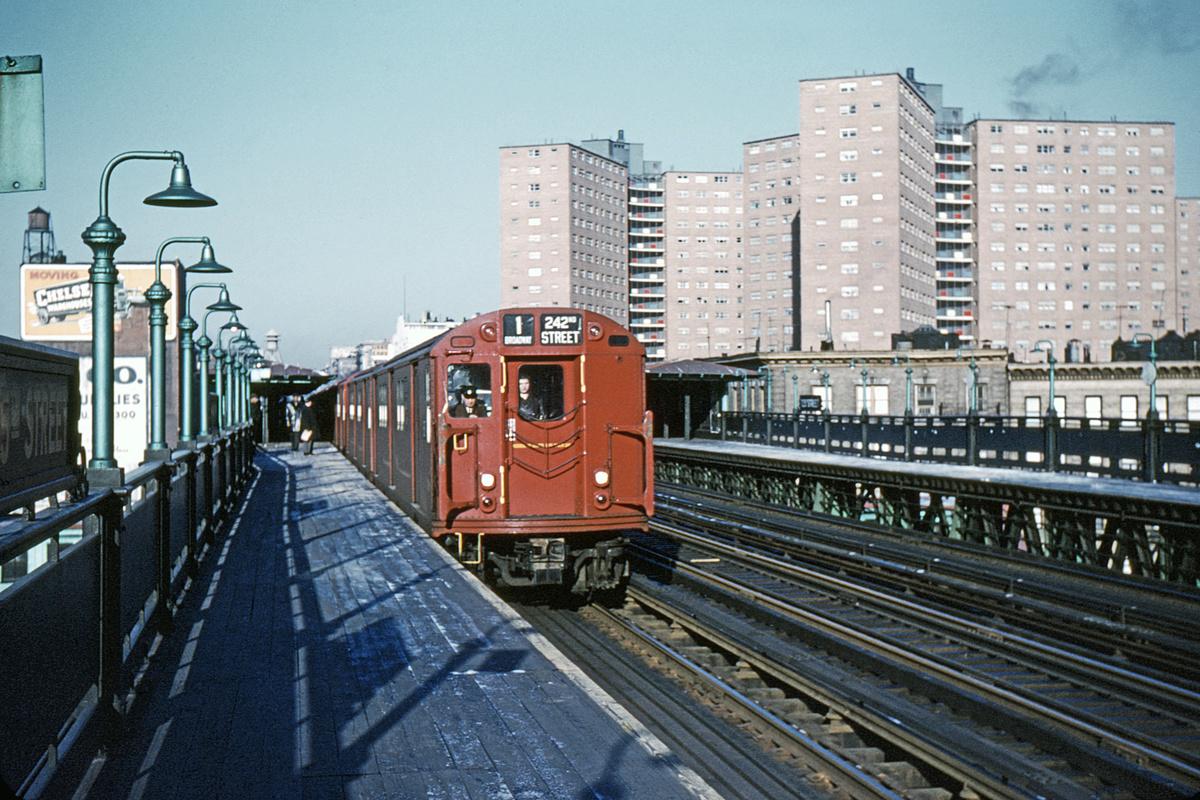 (444k, 1044x712)<br><b>Country:</b> United States<br><b>City:</b> New York<br><b>System:</b> New York City Transit<br><b>Line:</b> IRT West Side Line<br><b>Location:</b> 125th Street <br><b>Route:</b> 1<br><b>Car:</b> R-33 Main Line (St. Louis, 1962-63) 8815 <br><b>Collection of:</b> David Pirmann<br><b>Date:</b> 1/22/1963<br><b>Viewed (this week/total):</b> 3 / 6391
