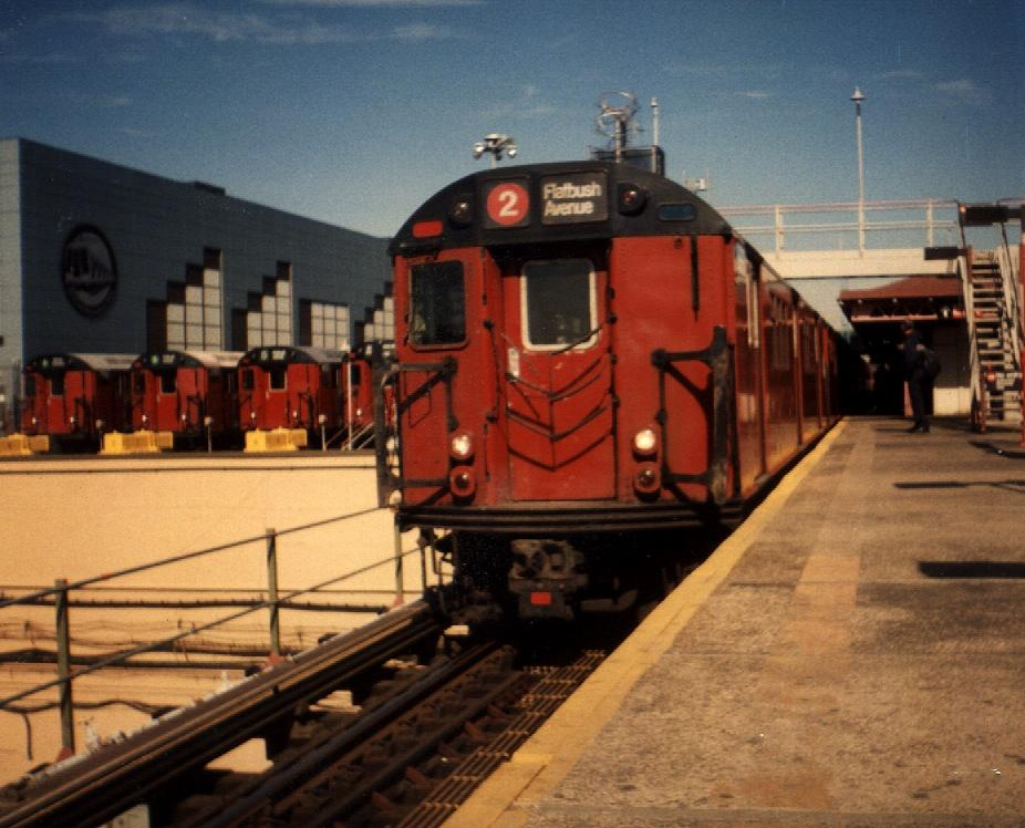 (96k, 926x748)<br><b>Country:</b> United States<br><b>City:</b> New York<br><b>System:</b> New York City Transit<br><b>Line:</b> IRT White Plains Road Line<br><b>Location:</b> East 180th Street <br><b>Route:</b> 2<br><b>Car:</b> R-33 Main Line (St. Louis, 1962-63) 8899 <br><b>Photo by:</b> Gary Chatterton<br><b>Date:</b> 3/2000<br><b>Viewed (this week/total):</b> 0 / 5220