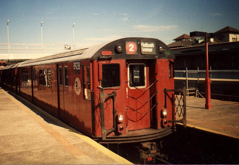 (72k, 795x551)<br><b>Country:</b> United States<br><b>City:</b> New York<br><b>System:</b> New York City Transit<br><b>Line:</b> IRT White Plains Road Line<br><b>Location:</b> East 180th Street <br><b>Route:</b> 2<br><b>Car:</b> R-33 Main Line (St. Louis, 1962-63) 8928 <br><b>Photo by:</b> Gary Chatterton<br><b>Date:</b> 3/2000<br><b>Viewed (this week/total):</b> 4 / 4693