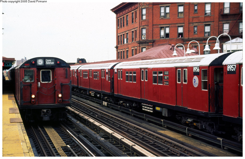 (204k, 1044x680)<br><b>Country:</b> United States<br><b>City:</b> New York<br><b>System:</b> New York City Transit<br><b>Line:</b> IRT White Plains Road Line<br><b>Location:</b> Simpson Street <br><b>Car:</b> R-33 Main Line (St. Louis, 1962-63) 8956 <br><b>Photo by:</b> David Pirmann<br><b>Date:</b> 7/21/1999<br><b>Viewed (this week/total):</b> 0 / 4958