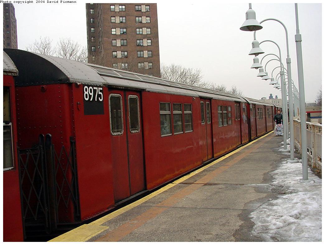 (122k, 1044x788)<br><b>Country:</b> United States<br><b>City:</b> New York<br><b>System:</b> New York City Transit<br><b>Line:</b> IRT White Plains Road Line<br><b>Location:</b> Jackson Avenue <br><b>Route:</b> 2<br><b>Car:</b> R-33 Main Line (St. Louis, 1962-63) 8975 <br><b>Photo by:</b> David Pirmann<br><b>Date:</b> 1/14/2001<br><b>Viewed (this week/total):</b> 3 / 4649