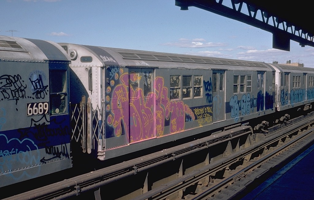 (196k, 1024x653)<br><b>Country:</b> United States<br><b>City:</b> New York<br><b>System:</b> New York City Transit<br><b>Line:</b> IRT White Plains Road Line<br><b>Location:</b> 225th Street <br><b>Car:</b> R-33 Main Line (St. Louis, 1962-63) 8993 <br><b>Photo by:</b> Steve Zabel<br><b>Collection of:</b> Joe Testagrose<br><b>Date:</b> 10/20/1974<br><b>Viewed (this week/total):</b> 0 / 5790
