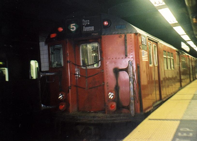 (66k, 815x586)<br><b>Country:</b> United States<br><b>City:</b> New York<br><b>System:</b> New York City Transit<br><b>Line:</b> IRT East Side Line<br><b>Location:</b> Grand Central <br><b>Route:</b> 5<br><b>Car:</b> R-33 Main Line (St. Louis, 1962-63) 9001 <br><b>Photo by:</b> Gary Chatterton<br><b>Date:</b> 9/3/2002<br><b>Viewed (this week/total):</b> 0 / 6457