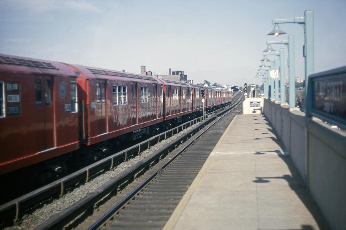 (310k, 1024x683)<br><b>Country:</b> United States<br><b>City:</b> New York<br><b>System:</b> New York City Transit<br><b>Line:</b> IRT Flushing Line<br><b>Location:</b> 40th Street/Lowery Street <br><b>Route:</b> 7<br><b>Car:</b> R-33 Main Line (St. Louis, 1962-63) 9004 <br><b>Collection of:</b> David Pirmann<br><b>Date:</b> 5/29/1964<br><b>Viewed (this week/total):</b> 3 / 4988