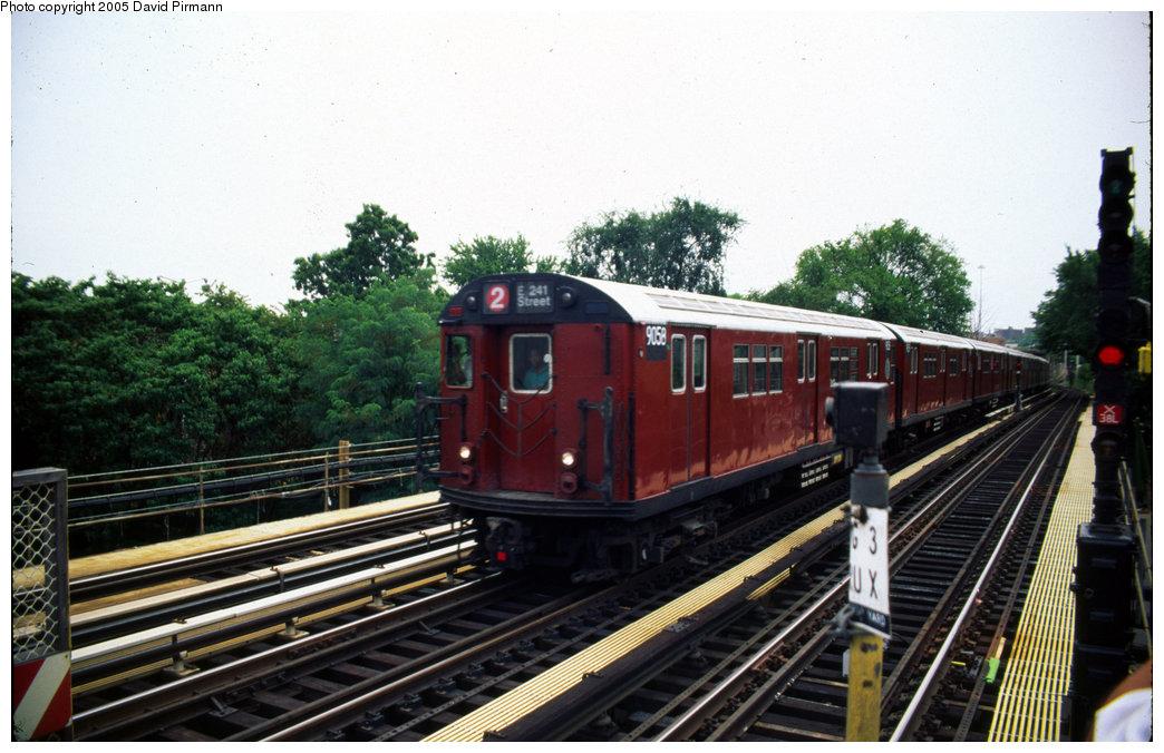 (201k, 1044x676)<br><b>Country:</b> United States<br><b>City:</b> New York<br><b>System:</b> New York City Transit<br><b>Line:</b> IRT White Plains Road Line<br><b>Location:</b> Bronx Park East<br><b>Car:</b> R-33 Main Line (St. Louis, 1962-63) 9058 <br><b>Photo by:</b> David Pirmann<br><b>Date:</b> 7/21/1999<br><b>Viewed (this week/total):</b> 0 / 7026