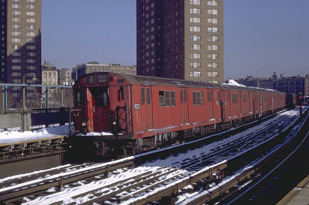 (257k, 1024x680)<br><b>Country:</b> United States<br><b>City:</b> New York<br><b>System:</b> New York City Transit<br><b>Line:</b> IRT White Plains Road Line<br><b>Location:</b> Jackson Avenue <br><b>Route:</b> 5<br><b>Car:</b> R-33 Main Line (St. Louis, 1962-63) 9072 <br><b>Photo by:</b> Joe Testagrose<br><b>Date:</b> 1/2/1971<br><b>Viewed (this week/total):</b> 3 / 4425
