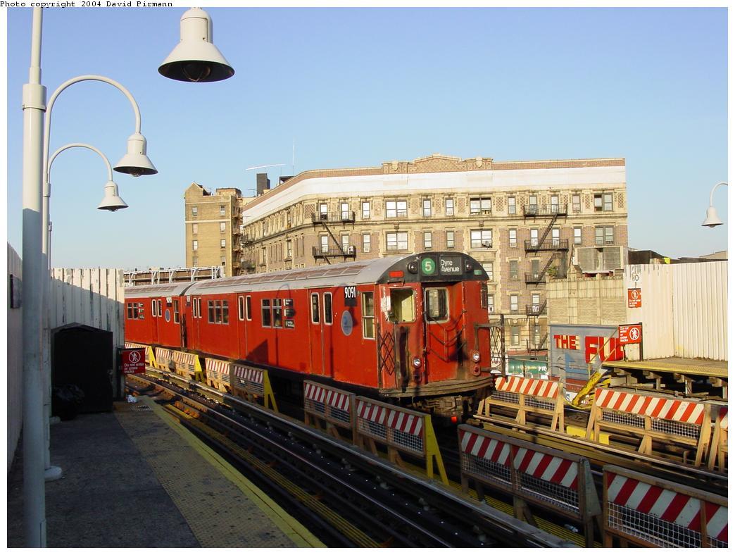(131k, 1044x788)<br><b>Country:</b> United States<br><b>City:</b> New York<br><b>System:</b> New York City Transit<br><b>Line:</b> IRT White Plains Road Line<br><b>Location:</b> Simpson Street <br><b>Route:</b> 5<br><b>Car:</b> R-33 Main Line (St. Louis, 1962-63) 9091 <br><b>Photo by:</b> David Pirmann<br><b>Date:</b> 8/21/2002<br><b>Viewed (this week/total):</b> 0 / 4994