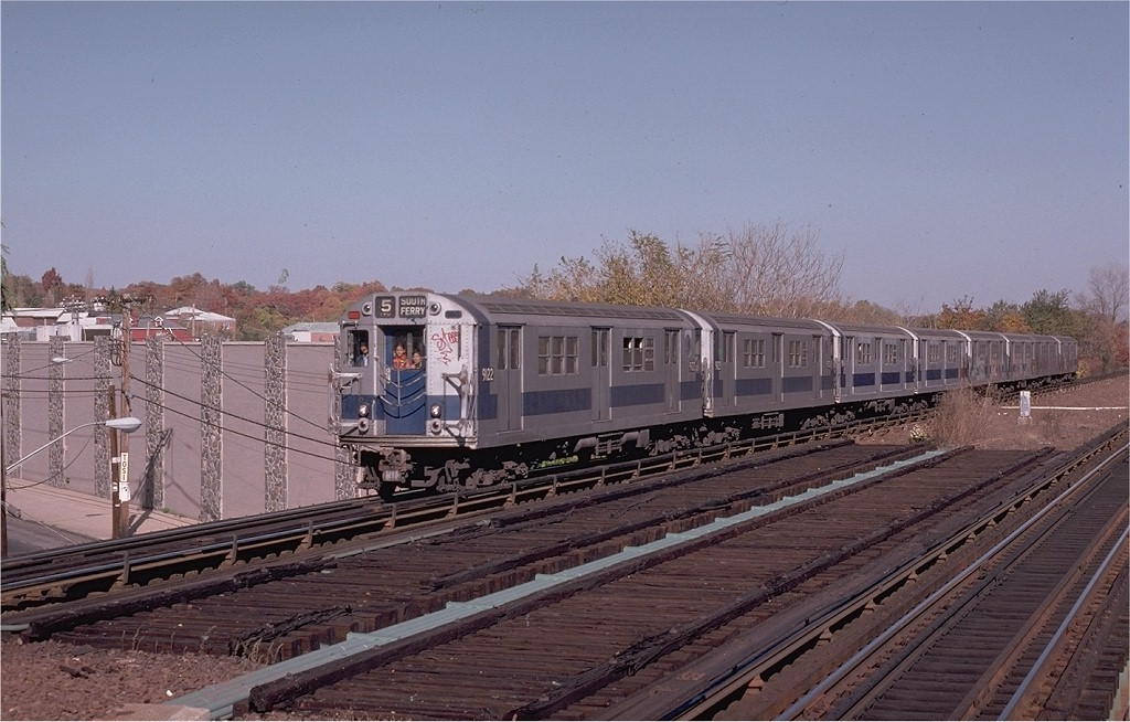 (191k, 1024x654)<br><b>Country:</b> United States<br><b>City:</b> New York<br><b>System:</b> New York City Transit<br><b>Line:</b> IRT Dyre Ave. Line<br><b>Location:</b> Baychester Avenue <br><b>Route:</b> 5<br><b>Car:</b> R-33 Main Line (St. Louis, 1962-63) 9122 <br><b>Collection of:</b> Joe Testagrose<br><b>Date:</b> 10/27/1974<br><b>Viewed (this week/total):</b> 0 / 5251