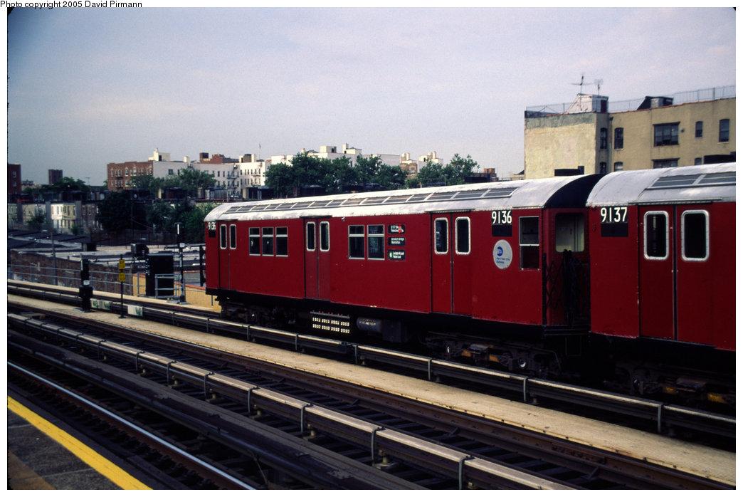(176k, 1044x698)<br><b>Country:</b> United States<br><b>City:</b> New York<br><b>System:</b> New York City Transit<br><b>Line:</b> IRT Pelham Line<br><b>Location:</b> Whitlock Avenue <br><b>Route:</b> 6<br><b>Car:</b> R-33 Main Line (St. Louis, 1962-63) 9136 <br><b>Photo by:</b> David Pirmann<br><b>Date:</b> 7/21/1999<br><b>Viewed (this week/total):</b> 0 / 4214