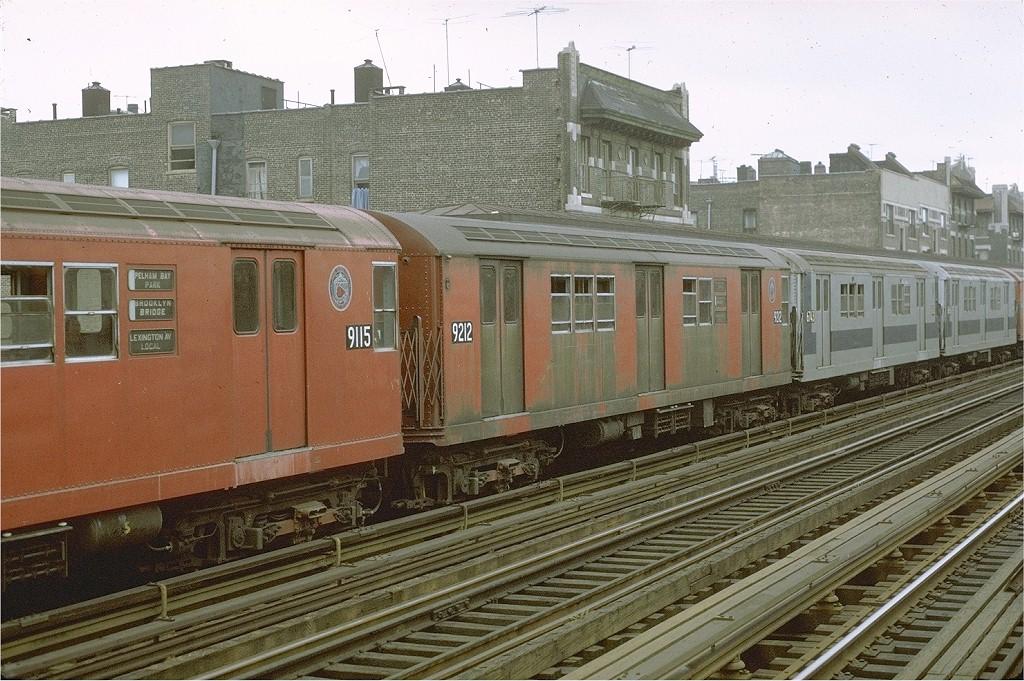 (241k, 1024x681)<br><b>Country:</b> United States<br><b>City:</b> New York<br><b>System:</b> New York City Transit<br><b>Line:</b> IRT Pelham Line<br><b>Location:</b> Elder Avenue <br><b>Route:</b> 6<br><b>Car:</b> R-33 Main Line (St. Louis, 1962-63) 9212 <br><b>Photo by:</b> Joe Testagrose<br><b>Date:</b> 9/20/1971<br><b>Viewed (this week/total):</b> 1 / 4185