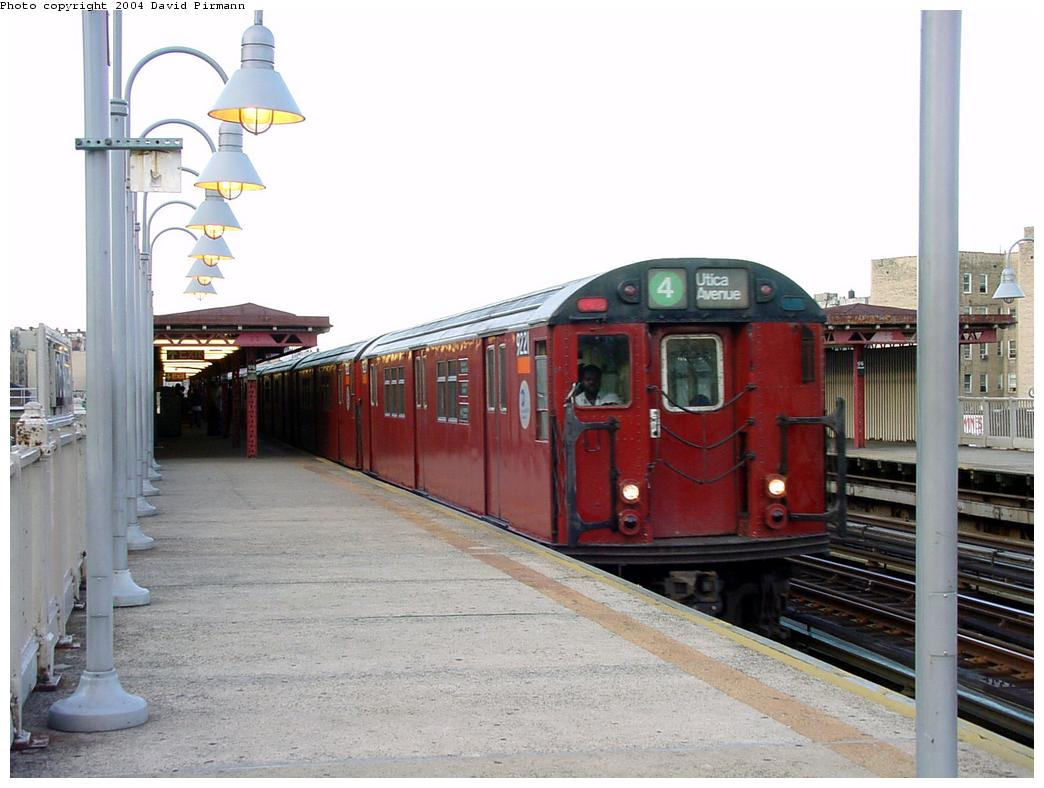 (112k, 1044x788)<br><b>Country:</b> United States<br><b>City:</b> New York<br><b>System:</b> New York City Transit<br><b>Line:</b> IRT Woodlawn Line<br><b>Location:</b> 176th Street <br><b>Route:</b> 4<br><b>Car:</b> R-33 Main Line (St. Louis, 1962-63) 9221 <br><b>Photo by:</b> David Pirmann<br><b>Date:</b> 7/12/2001<br><b>Viewed (this week/total):</b> 1 / 5758