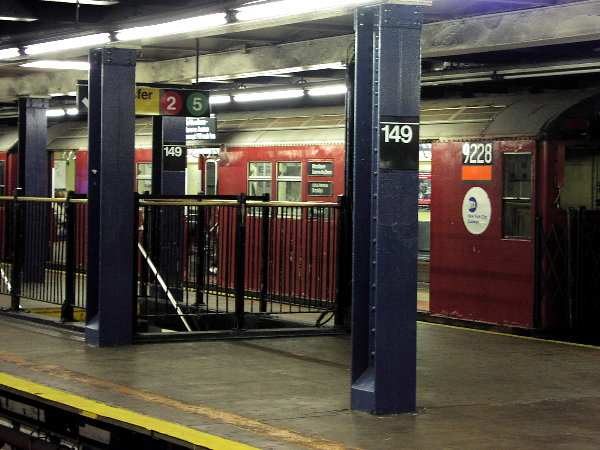 (83k, 600x450)<br><b>Country:</b> United States<br><b>City:</b> New York<br><b>System:</b> New York City Transit<br><b>Line:</b> IRT Woodlawn Line<br><b>Location:</b> 149th Street/Grand Concourse <br><b>Route:</b> 4<br><b>Car:</b> R-33 Main Line (St. Louis, 1962-63) 9228 <br><b>Photo by:</b> Trevor Logan<br><b>Date:</b> 7/14/2001<br><b>Viewed (this week/total):</b> 2 / 8523