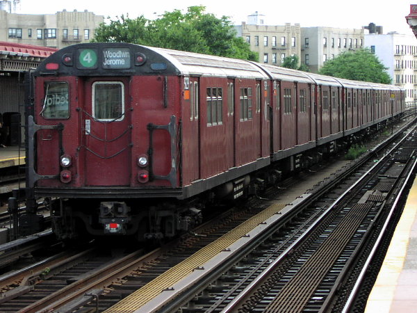 (94k, 600x450)<br><b>Country:</b> United States<br><b>City:</b> New York<br><b>System:</b> New York City Transit<br><b>Line:</b> IRT Woodlawn Line<br><b>Location:</b> Bedford Park Boulevard <br><b>Route:</b> 4<br><b>Car:</b> R-33 Main Line (St. Louis, 1962-63) 9229 <br><b>Photo by:</b> Trevor Logan<br><b>Date:</b> 7/15/2001<br><b>Viewed (this week/total):</b> 0 / 5238