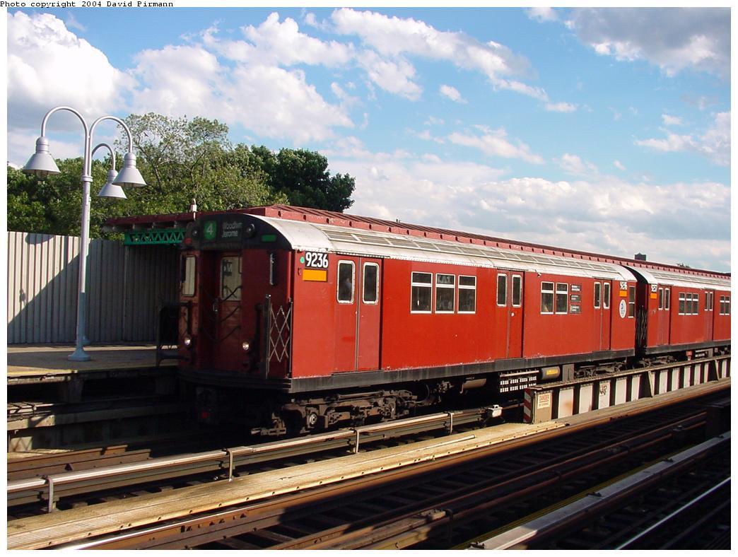 (133k, 1044x788)<br><b>Country:</b> United States<br><b>City:</b> New York<br><b>System:</b> New York City Transit<br><b>Line:</b> IRT Woodlawn Line<br><b>Location:</b> Mosholu Parkway <br><b>Route:</b> 4<br><b>Car:</b> R-33 Main Line (St. Louis, 1962-63) 9236 <br><b>Photo by:</b> David Pirmann<br><b>Date:</b> 7/12/2001<br><b>Viewed (this week/total):</b> 4 / 5812