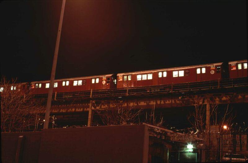 (42k, 800x526)<br><b>Country:</b> United States<br><b>City:</b> New York<br><b>System:</b> New York City Transit<br><b>Line:</b> IRT Woodlawn Line<br><b>Location:</b> Bedford Park Boulevard <br><b>Route:</b> 4<br><b>Car:</b> R-33 Main Line (St. Louis, 1962-63) 9243 <br><b>Photo by:</b> Glenn L. Rowe<br><b>Date:</b> 1/23/2002<br><b>Viewed (this week/total):</b> 5 / 4509