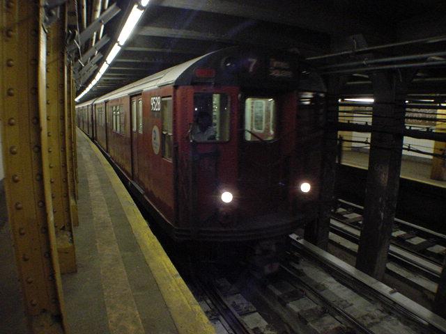 (60k, 640x480)<br><b>Country:</b> United States<br><b>City:</b> New York<br><b>System:</b> New York City Transit<br><b>Line:</b> IRT Flushing Line<br><b>Location:</b> Hunterspoint Avenue <br><b>Route:</b> 7<br><b>Car:</b> R-36 Main Line (St. Louis, 1964) 9528 <br><b>Photo by:</b> Salaam Allah<br><b>Date:</b> 9/19/2002<br><b>Viewed (this week/total):</b> 0 / 7019