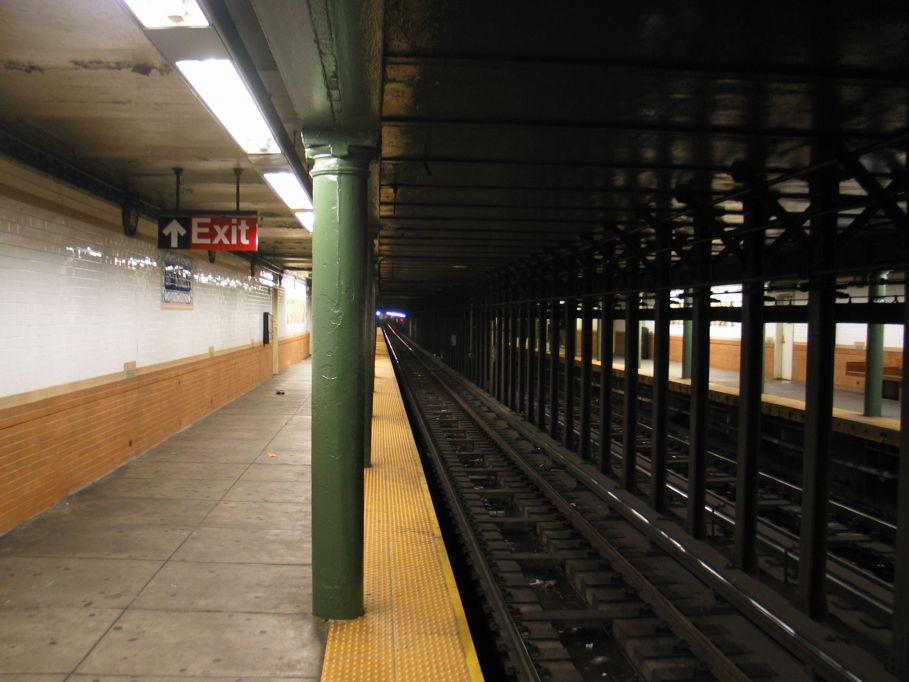 (86k, 909x682)<br><b>Country:</b> United States<br><b>City:</b> New York<br><b>System:</b> New York City Transit<br><b>Line:</b> IRT Lenox Line<br><b>Location:</b> 116th Street <br><b>Photo by:</b> Brian Weinberg<br><b>Date:</b> 5/17/2004<br><b>Viewed (this week/total):</b> 0 / 4981