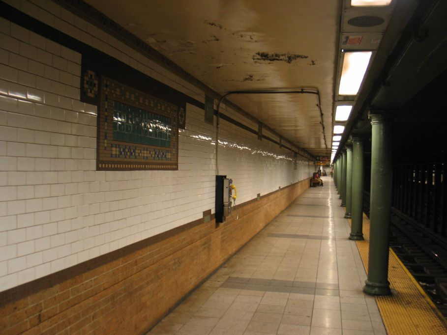 (78k, 909x682)<br><b>Country:</b> United States<br><b>City:</b> New York<br><b>System:</b> New York City Transit<br><b>Line:</b> IRT Lenox Line<br><b>Location:</b> 135th Street <br><b>Photo by:</b> Brian Weinberg<br><b>Date:</b> 5/17/2004<br><b>Viewed (this week/total):</b> 1 / 3371