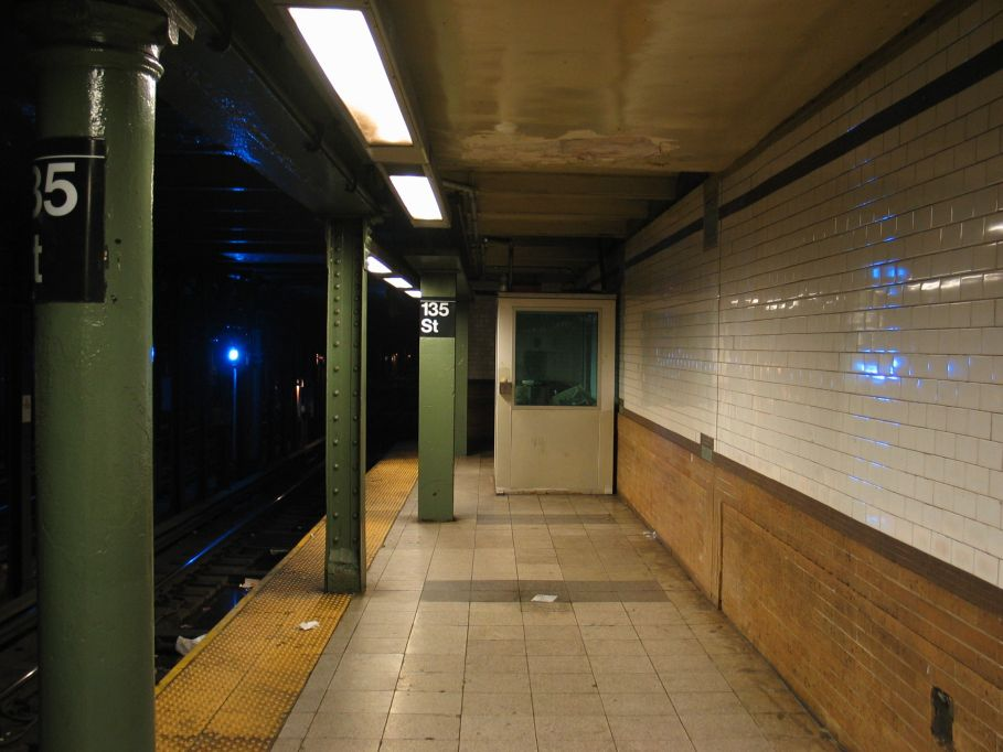 (83k, 909x682)<br><b>Country:</b> United States<br><b>City:</b> New York<br><b>System:</b> New York City Transit<br><b>Line:</b> IRT Lenox Line<br><b>Location:</b> 135th Street <br><b>Photo by:</b> Brian Weinberg<br><b>Date:</b> 5/17/2004<br><b>Viewed (this week/total):</b> 0 / 3672
