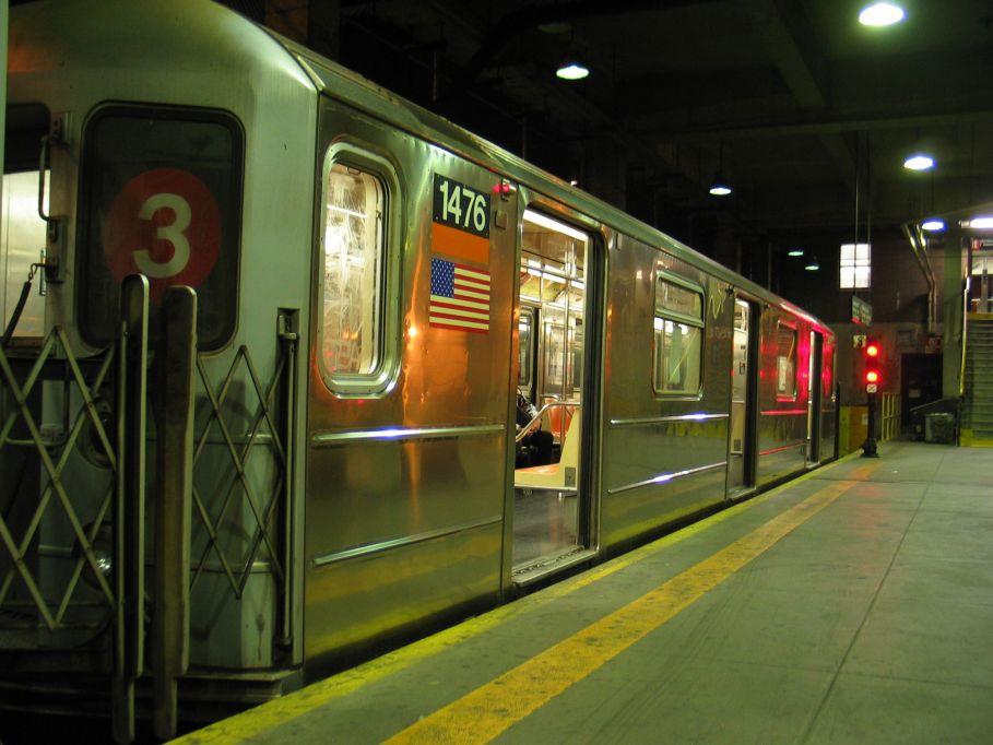 (93k, 909x682)<br><b>Country:</b> United States<br><b>City:</b> New York<br><b>System:</b> New York City Transit<br><b>Line:</b> IRT Lenox Line<br><b>Location:</b> 148th Street/Lenox Terminal <br><b>Car:</b> R-62 (Kawasaki, 1983-1985)  1476 <br><b>Photo by:</b> Brian Weinberg<br><b>Date:</b> 5/17/2004<br><b>Viewed (this week/total):</b> 1 / 4535