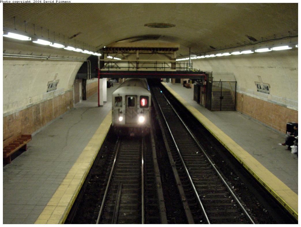 (112k, 1044x788)<br><b>Country:</b> United States<br><b>City:</b> New York<br><b>System:</b> New York City Transit<br><b>Line:</b> IRT West Side Line<br><b>Location:</b> 181st Street <br><b>Photo by:</b> David Pirmann<br><b>Date:</b> 3/12/2000<br><b>Viewed (this week/total):</b> 0 / 2279