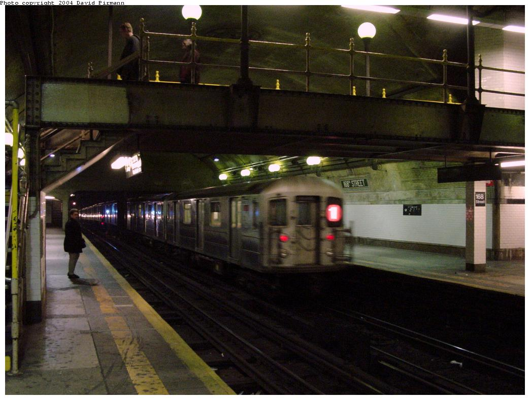 (117k, 1044x788)<br><b>Country:</b> United States<br><b>City:</b> New York<br><b>System:</b> New York City Transit<br><b>Line:</b> IRT West Side Line<br><b>Location:</b> 168th Street <br><b>Photo by:</b> David Pirmann<br><b>Date:</b> 3/12/2000<br><b>Viewed (this week/total):</b> 0 / 3468