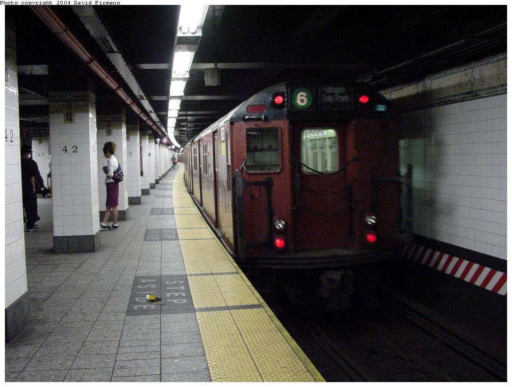 (110k, 1044x788)<br><b>Country:</b> United States<br><b>City:</b> New York<br><b>System:</b> New York City Transit<br><b>Line:</b> IRT East Side Line<br><b>Location:</b> Grand Central <br><b>Photo by:</b> David Pirmann<br><b>Date:</b> 7/29/2000<br><b>Viewed (this week/total):</b> 0 / 5974
