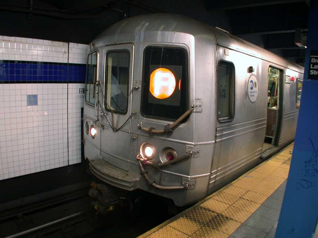 (58k, 1024x768)<br><b>Country:</b> United States<br><b>City:</b> New York<br><b>System:</b> New York City Transit<br><b>Line:</b> IND 6th Avenue Line<br><b>Location:</b> Broadway/Lafayette <br><b>Route:</b> F<br><b>Car:</b> R-46 (Pullman-Standard, 1974-75) 5610 <br><b>Photo by:</b> Josh Lubchansky<br><b>Date:</b> 5/2004<br><b>Viewed (this week/total):</b> 2 / 4406