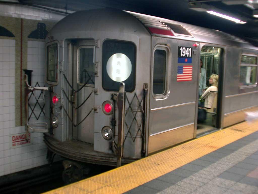 (56k, 1024x768)<br><b>Country:</b> United States<br><b>City:</b> New York<br><b>System:</b> New York City Transit<br><b>Line:</b> IRT Times Square-Grand Central Shuttle<br><b>Location:</b> Grand Central <br><b>Route:</b> S<br><b>Car:</b> R-62A (Bombardier, 1984-1987)  1941 <br><b>Photo by:</b> Josh Lubchansky<br><b>Date:</b> 5/2004<br><b>Viewed (this week/total):</b> 2 / 3668