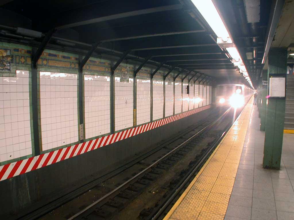 (67k, 1024x768)<br><b>Country:</b> United States<br><b>City:</b> New York<br><b>System:</b> New York City Transit<br><b>Line:</b> BMT Broadway Line<br><b>Location:</b> 14th Street/Union Square <br><b>Route:</b> R<br><b>Car:</b> R-46 (Pullman-Standard, 1974-75) 5880 <br><b>Photo by:</b> Josh Lubchansky<br><b>Date:</b> 5/2004<br><b>Viewed (this week/total):</b> 0 / 5433