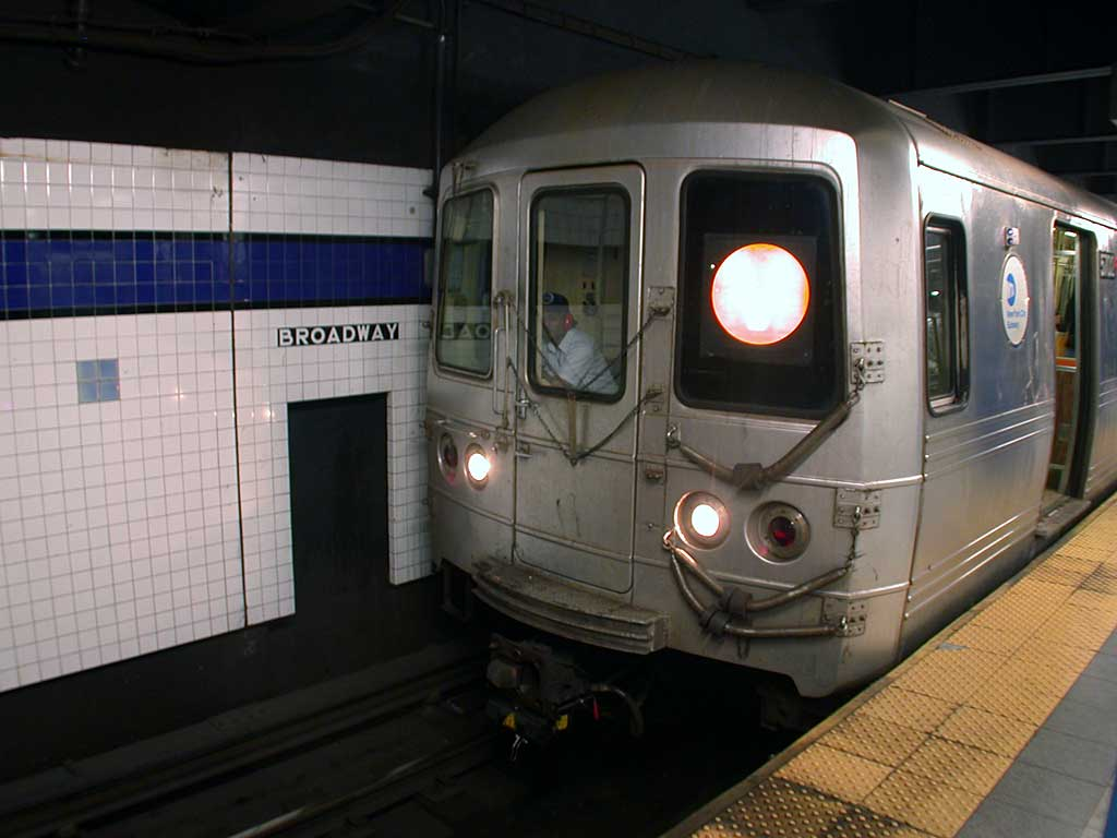 (61k, 1024x768)<br><b>Country:</b> United States<br><b>City:</b> New York<br><b>System:</b> New York City Transit<br><b>Line:</b> IND 6th Avenue Line<br><b>Location:</b> Broadway/Lafayette <br><b>Route:</b> V<br><b>Car:</b> R-46 (Pullman-Standard, 1974-75) 5702 <br><b>Photo by:</b> Josh Lubchansky<br><b>Date:</b> 5/2004<br><b>Viewed (this week/total):</b> 4 / 4559