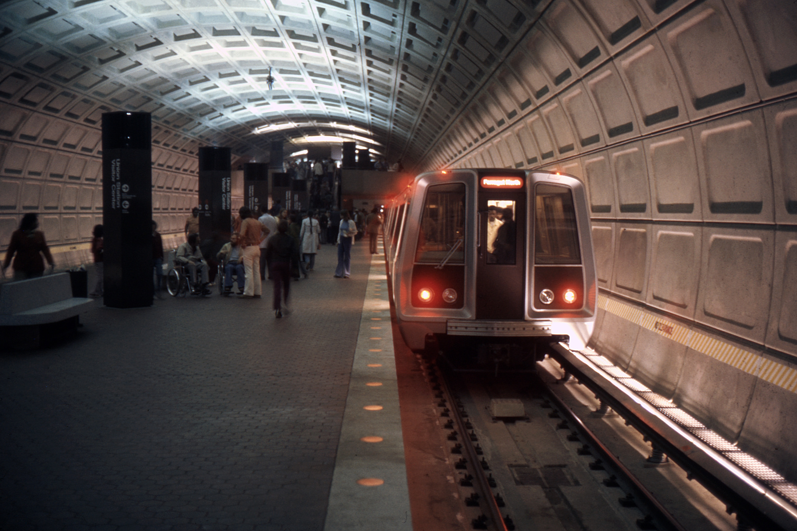 (366k, 1024x683)<br><b>Country:</b> United States<br><b>City:</b> Washington, D.C.<br><b>System:</b> Washington Metro (WMATA)<br><b>Line:</b> WMATA Red Line<br><b>Location:</b> Union Station <br><b>Collection of:</b> David Pirmann<br><b>Date:</b> 4/1976<br><b>Viewed (this week/total):</b> 0 / 8151