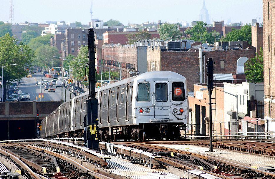 (186k, 934x608)<br><b>Country:</b> United States<br><b>City:</b> New York<br><b>System:</b> New York City Transit<br><b>Line:</b> BMT Culver Line<br><b>Location:</b> Ditmas Avenue <br><b>Route:</b> F<br><b>Car:</b> R-46 (Pullman-Standard, 1974-75)  <br><b>Photo by:</b> Richard Chase<br><b>Date:</b> 5/16/2009<br><b>Viewed (this week/total):</b> 2 / 1680