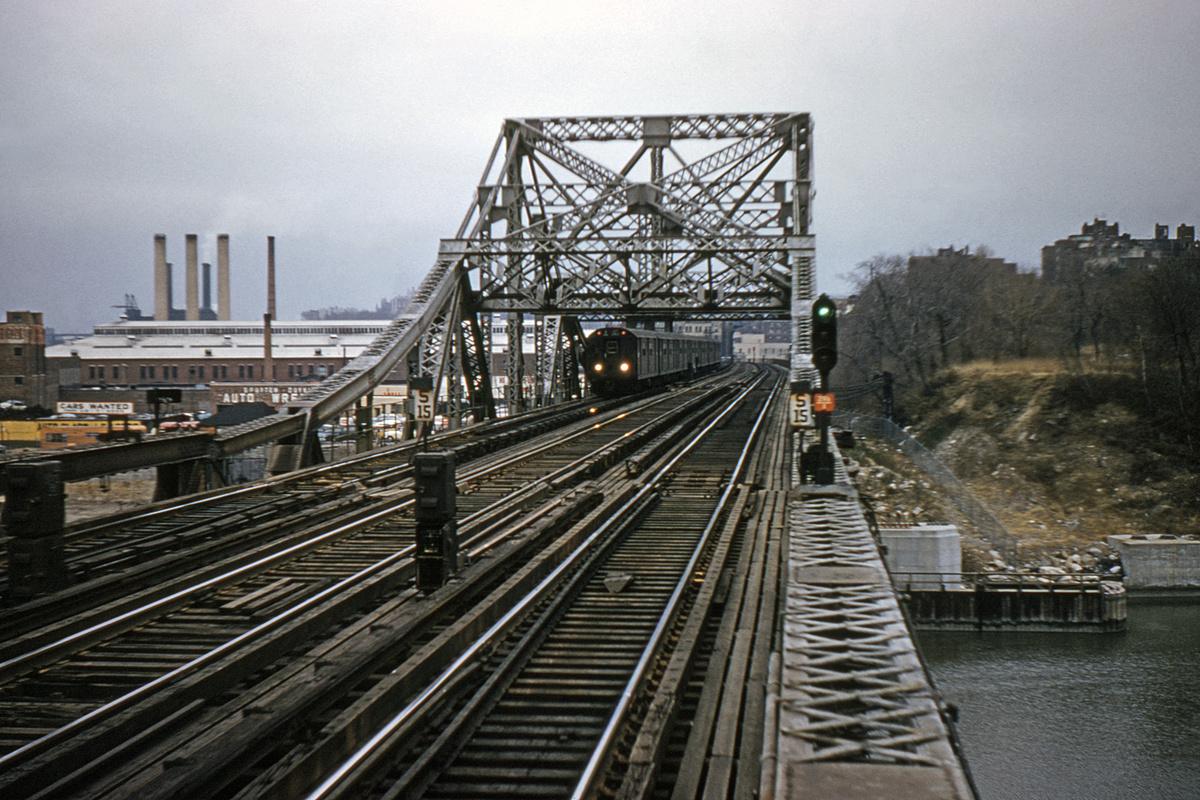 (394k, 1044x707)<br><b>Country:</b> United States<br><b>City:</b> New York<br><b>System:</b> New York City Transit<br><b>Line:</b> IRT West Side Line<br><b>Location:</b> Broadway Bridge <br><b>Collection of:</b> David Pirmann<br><b>Date:</b> 12/11/1960<br><b>Viewed (this week/total):</b> 3 / 4053