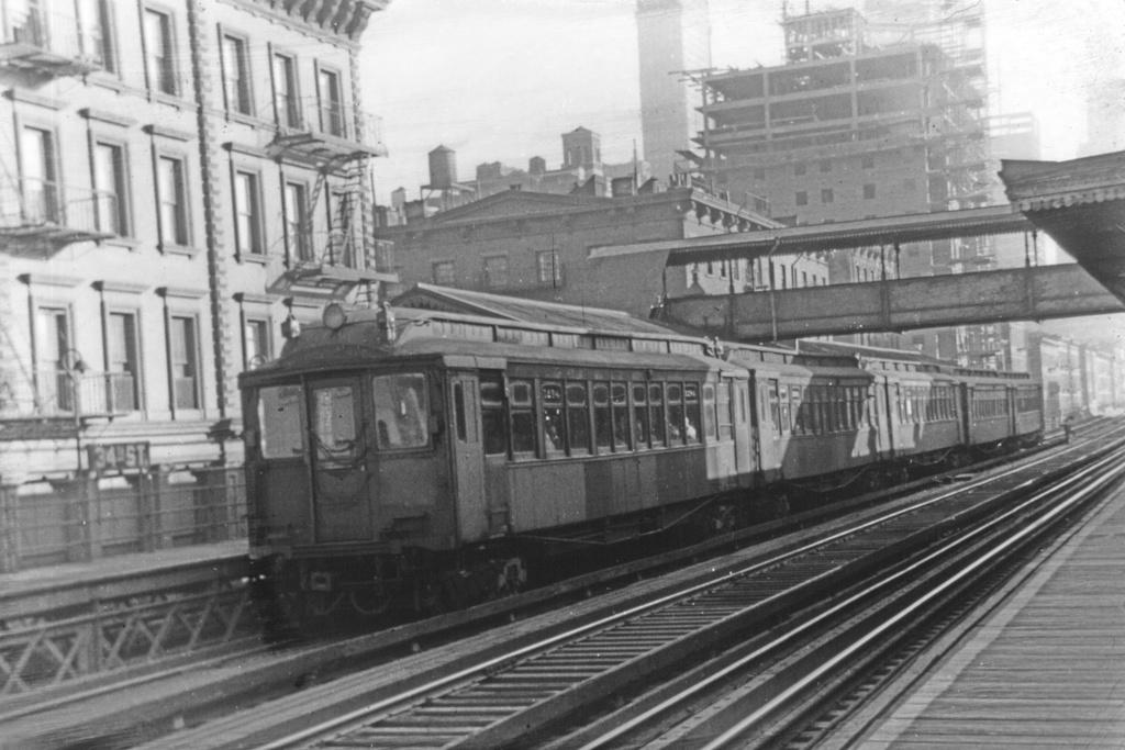 (271k, 1044x707)<br><b>Country:</b> United States<br><b>City:</b> New York<br><b>System:</b> New York City Transit<br><b>Line:</b> 3rd Avenue El<br><b>Location:</b> 34th Street <br><b>Car:</b> MUDC  <br><b>Collection of:</b> David Pirmann<br><b>Viewed (this week/total):</b> 5 / 2882