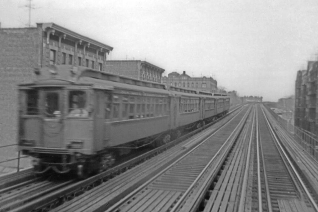 (171k, 1024x682)<br><b>Country:</b> United States<br><b>City:</b> New York<br><b>System:</b> New York City Transit<br><b>Line:</b> 3rd Avenue El<br><b>Location:</b> 200th Street <br><b>Car:</b> MUDC  <br><b>Collection of:</b> David Pirmann<br><b>Viewed (this week/total):</b> 6 / 3685
