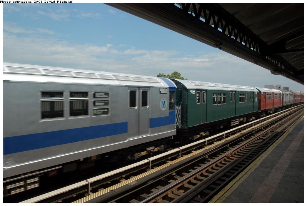 (142k, 1044x701)<br><b>Country:</b> United States<br><b>City:</b> New York<br><b>System:</b> New York City Transit<br><b>Line:</b> BMT Astoria Line<br><b>Location:</b> Broadway <br><b>Route:</b> Fan Trip<br><b>Car:</b> R-33 Main Line (St. Louis, 1962-63) 9068 <br><b>Photo by:</b> David Pirmann<br><b>Date:</b> 6/19/2004<br><b>Viewed (this week/total):</b> 1 / 3114