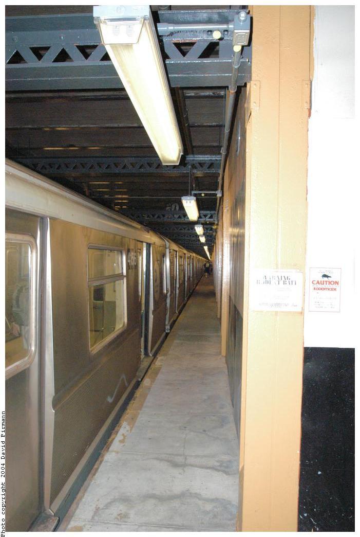 (140k, 701x1044)<br><b>Country:</b> United States<br><b>City:</b> New York<br><b>System:</b> New York City Transit<br><b>Line:</b> BMT Broadway Line<br><b>Location:</b> City Hall Lower Level <br><b>Car:</b> R-40 (St. Louis, 1968)  4156 <br><b>Photo by:</b> David Pirmann<br><b>Date:</b> 6/19/2004<br><b>Notes:</b> View of west platform<br><b>Viewed (this week/total):</b> 1 / 4618