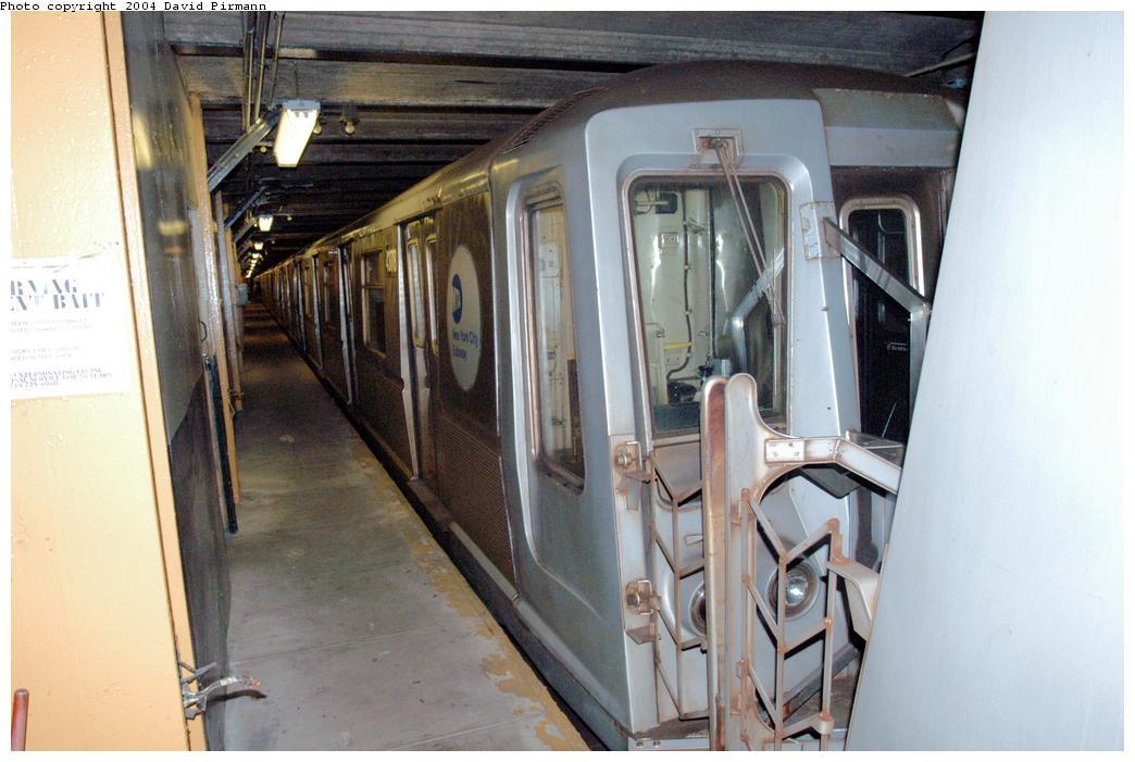 (152k, 1044x701)<br><b>Country:</b> United States<br><b>City:</b> New York<br><b>System:</b> New York City Transit<br><b>Line:</b> BMT Broadway Line<br><b>Location:</b> City Hall Lower Level <br><b>Car:</b> R-40 (St. Louis, 1968)  4378 <br><b>Photo by:</b> David Pirmann<br><b>Date:</b> 6/19/2004<br><b>Notes:</b> View of west platform<br><b>Viewed (this week/total):</b> 0 / 10131