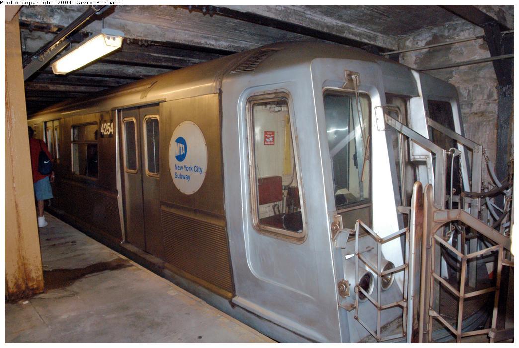 (157k, 1044x701)<br><b>Country:</b> United States<br><b>City:</b> New York<br><b>System:</b> New York City Transit<br><b>Line:</b> BMT Broadway Line<br><b>Location:</b> City Hall Lower Level <br><b>Car:</b> R-40 (St. Louis, 1968)  4254 <br><b>Photo by:</b> David Pirmann<br><b>Date:</b> 6/19/2004<br><b>Notes:</b> View of west platform<br><b>Viewed (this week/total):</b> 1 / 6194