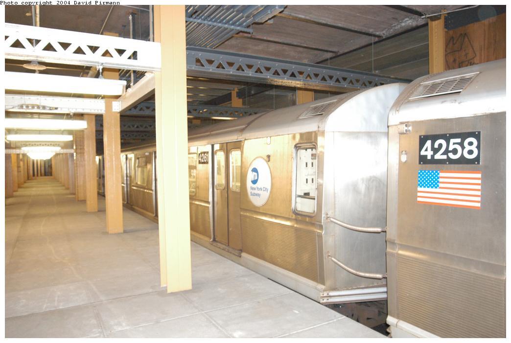 (144k, 1044x701)<br><b>Country:</b> United States<br><b>City:</b> New York<br><b>System:</b> New York City Transit<br><b>Line:</b> BMT Broadway Line<br><b>Location:</b> City Hall Lower Level <br><b>Car:</b> R-40 (St. Louis, 1968)  4261 <br><b>Photo by:</b> David Pirmann<br><b>Date:</b> 6/19/2004<br><b>Notes:</b> View of east platform<br><b>Viewed (this week/total):</b> 0 / 9548