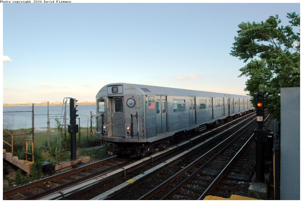 (146k, 1044x701)<br><b>Country:</b> United States<br><b>City:</b> New York<br><b>System:</b> New York City Transit<br><b>Line:</b> IND Rockaway<br><b>Location:</b> Broad Channel <br><b>Route:</b> A<br><b>Car:</b> R-38 (St. Louis, 1966-1967)  4009 <br><b>Photo by:</b> David Pirmann<br><b>Date:</b> 6/19/2004<br><b>Viewed (this week/total):</b> 7 / 3460