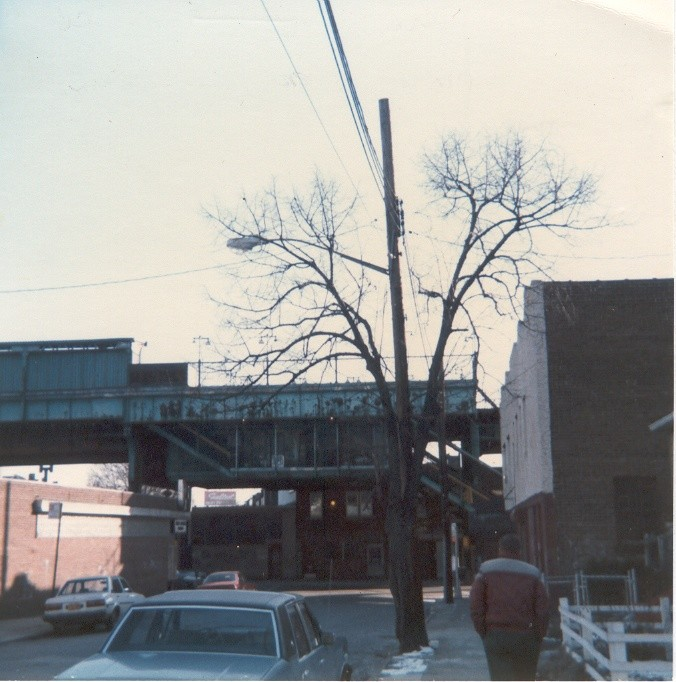(119k, 676x682)<br><b>Country:</b> United States<br><b>City:</b> New York<br><b>System:</b> New York City Transit<br><b>Line:</b> BMT Nassau Street/Jamaica Line<br><b>Location:</b> Metropolitan Avenue (Demolished) <br><b>Photo by:</b> Thomas Lacker<br><b>Date:</b> 1/1985<br><b>Notes:</b> View of Jamaica Ave/Metropolitan Ave. Station<br><b>Viewed (this week/total):</b> 0 / 5716